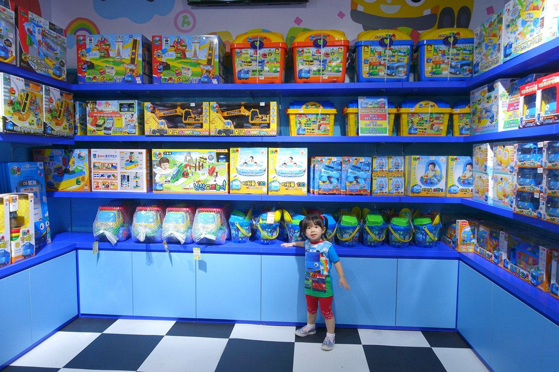 A kid's wonderland! Hmm, which toy should I bring home today?
