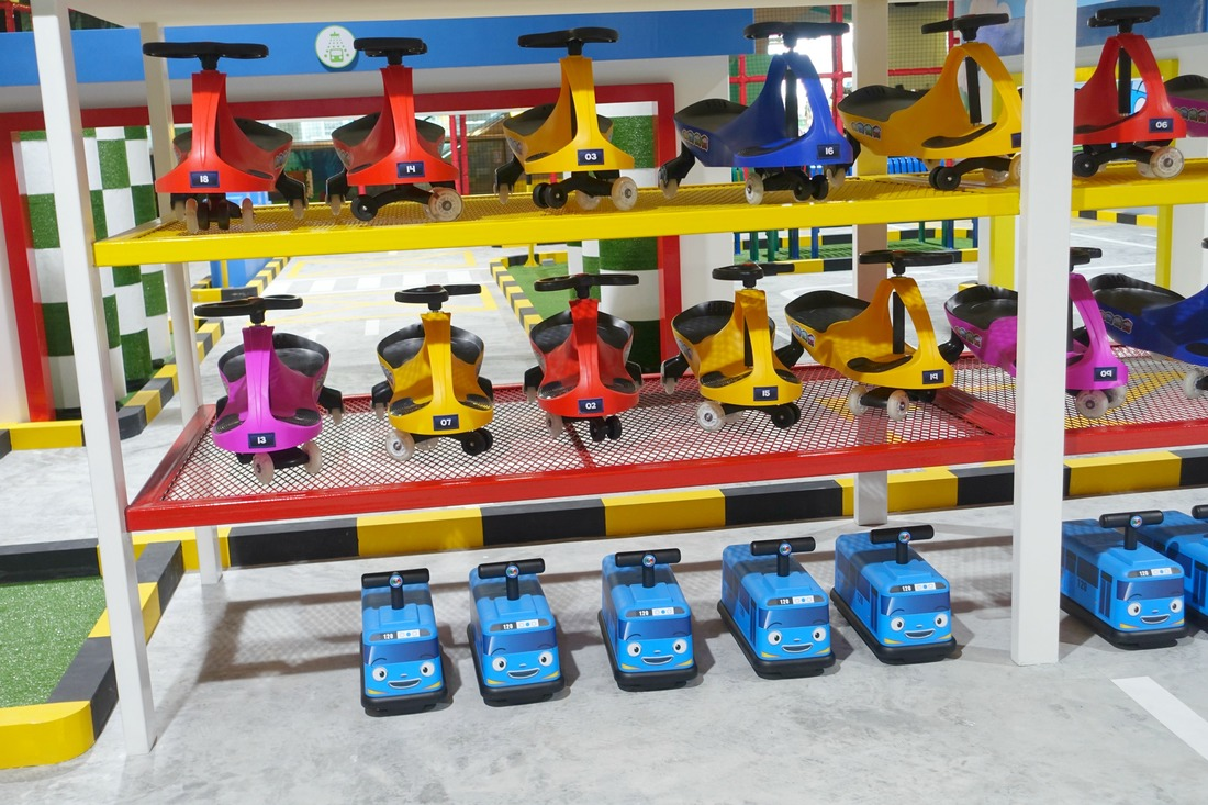 Choose your preferred ride for the driving circuit. Aren't those mini Tayo buses so cute??